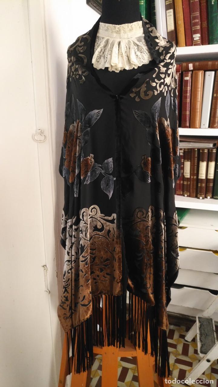 Antigüedades: gran pañuelo chals manton rectangular flecos hechos a mano 75% seda natural flores filo terciopelo - Foto 2 - 147838214