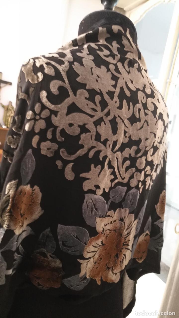 Antigüedades: gran pañuelo chals manton rectangular flecos hechos a mano 75% seda natural flores filo terciopelo - Foto 4 - 147838214