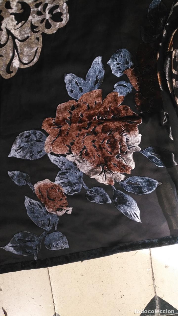 Antigüedades: gran pañuelo chals manton rectangular flecos hechos a mano 75% seda natural flores filo terciopelo - Foto 7 - 147838214