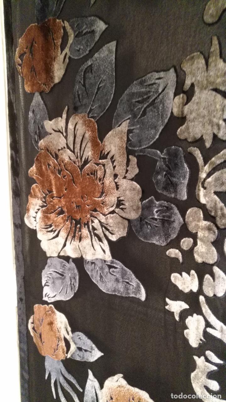 Antigüedades: gran pañuelo chals manton rectangular flecos hechos a mano 75% seda natural flores filo terciopelo - Foto 8 - 147838214