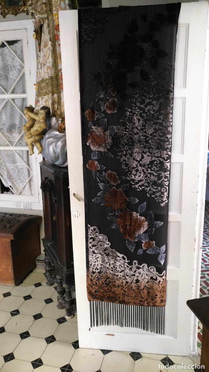 Antigüedades: gran pañuelo chals manton rectangular flecos hechos a mano 75% seda natural flores filo terciopelo - Foto 14 - 147838214