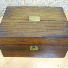 Antigüedades: ESCRITORIO INGLÉS EN MADERA NOBLE PARA RESTAURAR EL TAPETE PRECIOSO OPORTUNIDAD. Lote 147842402