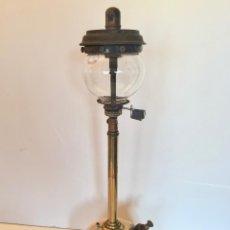 Antigüedades: TILLEY LAMPARA SOBREMESA DE PRESION MODELO TL182 LATON, VINTAGE DE INGLATERRA AÑOS 40. Lote 147865822