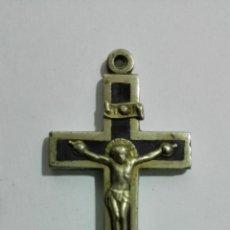 Antigüedades: CRUCIFIJO DE BRONCE O LATON, MEDIDAS 5,5 X 2,8 CM. Lote 147868430