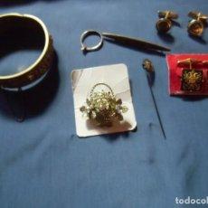 Antigüedades: LOTE DE JOYERIA ANTIGUA/BROCHES,ALFILERES,ANILLO,PULSERA,GEMELOS.. Lote 147895174