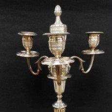 Antigüedades: CANDELABRO METAL PLATEADO. Lote 147897946