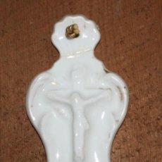 Antigüedades: BENDITERA DE PORCELANA-CRISTO EN LA CRUZ.. Lote 147899554