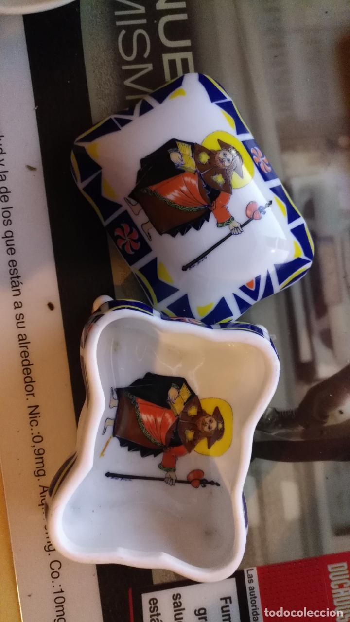 Antigüedades: joyero cajita cofre ceramica porcelana coleccion galicia sargadelos sello , santiago . raro modelo - Foto 4 - 147905814