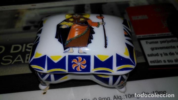 Antigüedades: joyero cajita cofre ceramica porcelana coleccion galicia sargadelos sello , santiago . raro modelo - Foto 8 - 147905814