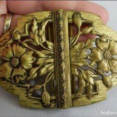 Antigüedades: PRECIOSO CIERRE DE HEBILLA ART NOUVEAU FINES S XIX MIDE 8X6 CM MONTADO. ORIGINAL DE ÉPOCA. Lote 147909466