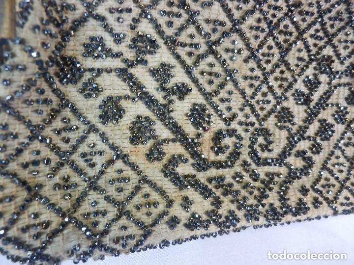 Antigüedades: Bolso de dama bordado a mano Embroidery Beads cristales en mostacilla. S XIX - Foto 3 - 147911182
