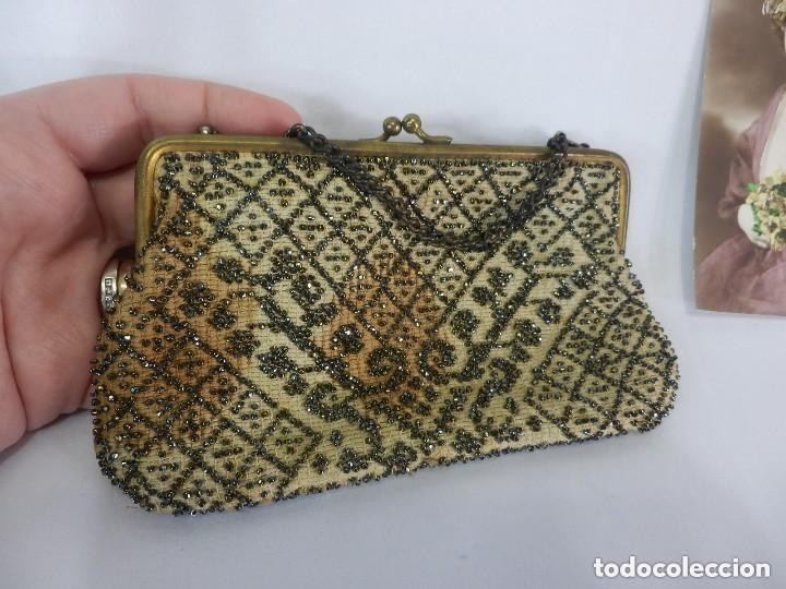 Antigüedades: Bolso de dama bordado a mano Embroidery Beads cristales en mostacilla. S XIX - Foto 4 - 147911182