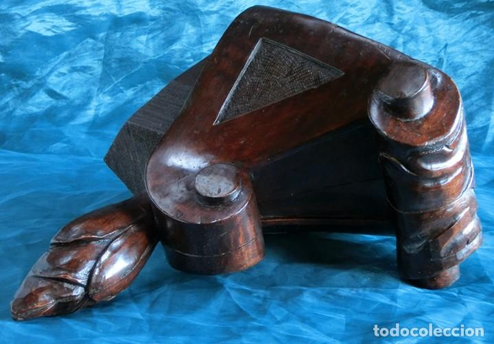 RARA Y BONITA MÉNSULA ESQUINERA - MADERA TALLADA - FORMA TRIANGULAR - VOLUTAS - REPISA - ESTANTERÍA (Antigüedades - Muebles Antiguos - Ménsulas Antiguas)