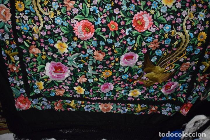 Antigüedades: Gran mantón de Manila seda bordada a mano con espectaculares bordados - Foto 3 - 147942666