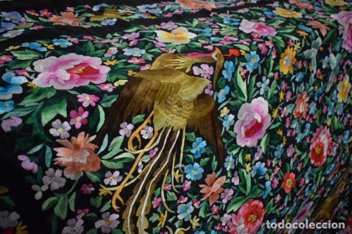 Antigüedades: Gran mantón de Manila seda bordada a mano con espectaculares bordados - Foto 4 - 147942666