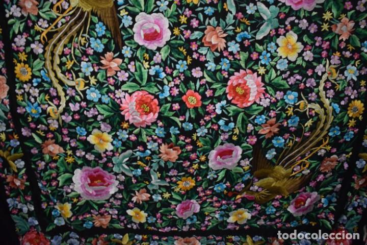 Antigüedades: Gran mantón de Manila seda bordada a mano con espectaculares bordados - Foto 5 - 147942666