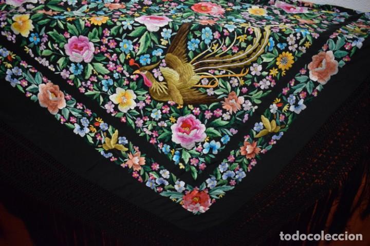Antigüedades: Gran mantón de Manila seda bordada a mano con espectaculares bordados - Foto 6 - 147942666