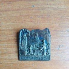 Antigüedades: ANTIGUA MEDALLA DE ALFILER INSIGNIA HOSPITALIDAD VALENCIANA DE LOURDES. Lote 147965930