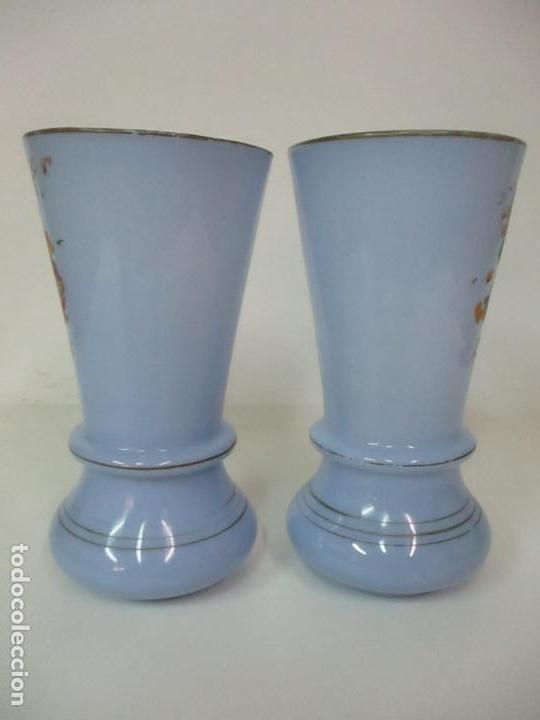 Antigüedades: Pareja de Jarrones - Jarrón - Cristal Opalina Azul - Pintada a Mano - 29,5 cm - S.XIX - Foto 3 - 147987442