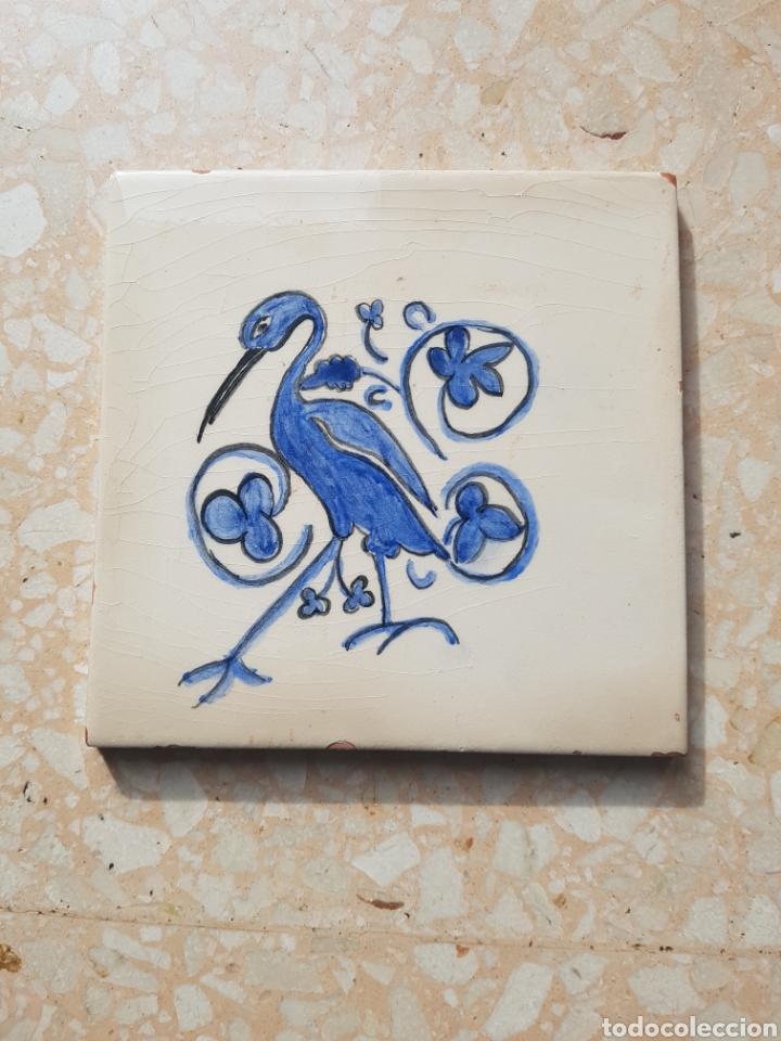 Antigüedades: Azulejo baldosa pintada a mano de 15 x 15 motivo ave. - Foto 2 - 147987460