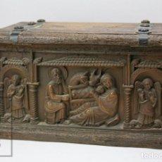Antigüedades: BAÚL DE SÍMIL MADERA TALLADA - NATIVIDAD / NACIMIENTO JESÚS, MARÍA, JOSÉ Y ÁNGELES. Lote 148005346