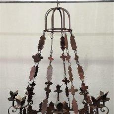 Antigüedades: IMPRESIONANTE LAMPARA CANDELABRO DE TECHO PARA 8 VELAS DE ESTILO GÓTICO EN HIERRO PATINADO. Lote 148020174