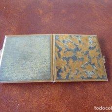 Antigüedades: ANTIGUO MARCO DOBLE PORTAFOTOS DE BOLSILLO EN METAL MDE PLEGADO 6 X 6. Lote 148032874