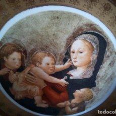 Antigüedades: PLATO ANTIGUO DE VIRGEN A L 'ENFANT DE PIERO DI CONSUMO. PORCELANA BANCARIA REBORDES DE ORO .30 CM. Lote 148036318