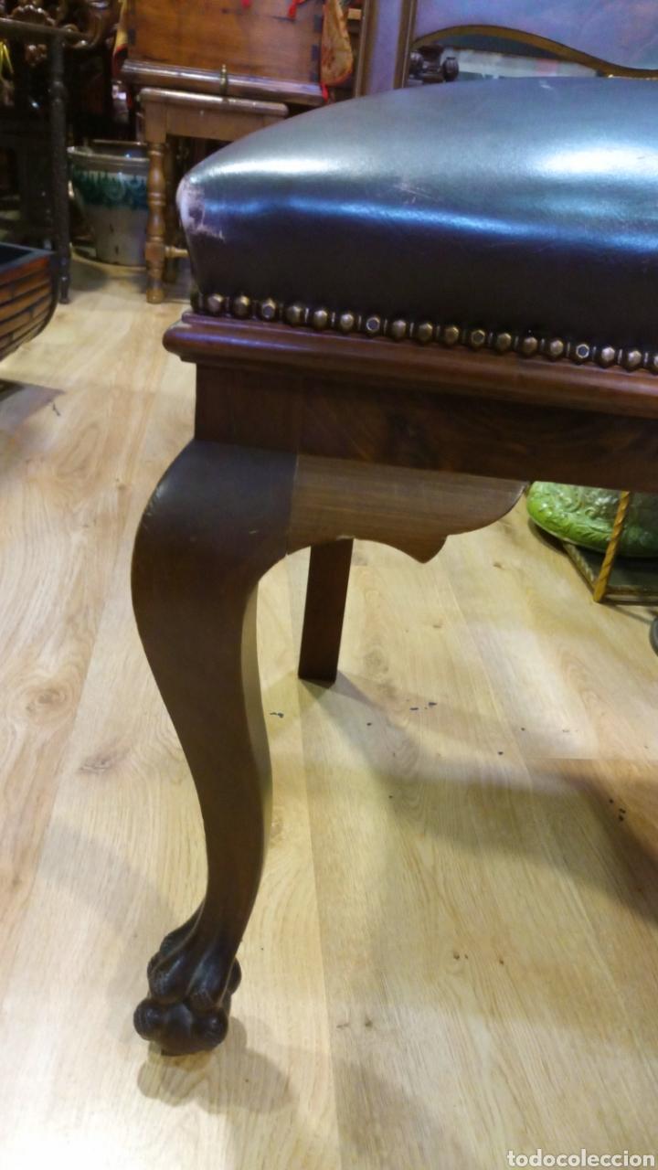 Antigüedades: Dos sillas madera nogal y cuero - Foto 2 - 139198246