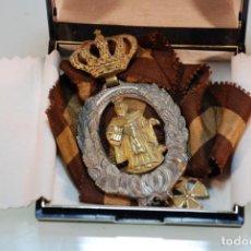 Antigüedades: MUY BELLA MEDALLA RELIGIOSA CON CINTA - SANTO A IDENTIFICAR - INCLUYE CAJA -. Lote 148068090