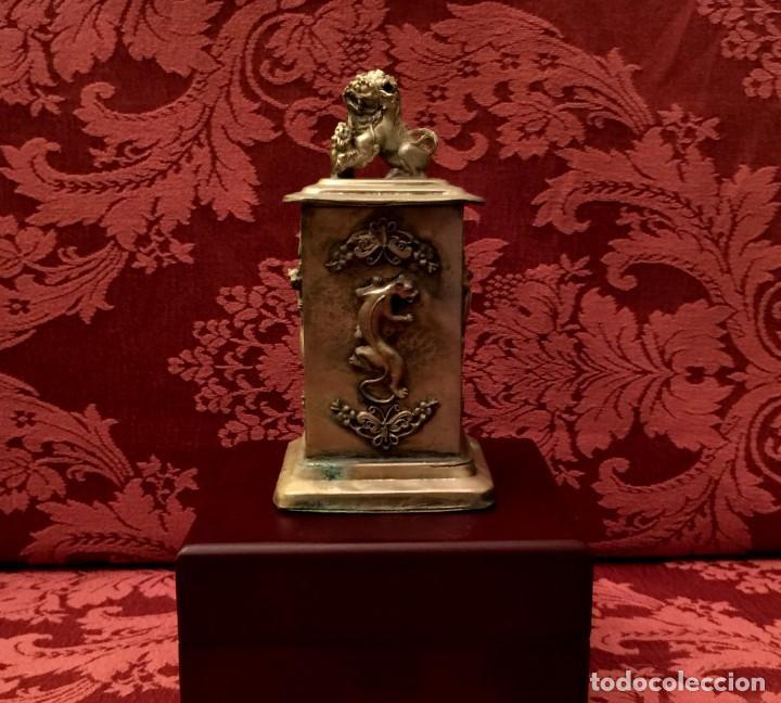 Antigüedades: CAJA CON FILIGRANA DE PLATA, LEÓN FU Y PANTERAS - 141 GRAMOS. - Foto 2 - 148072990