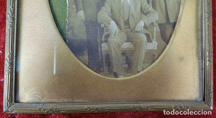Antigüedades: PAREJA DE MARCOS PARA FOTOGRAFÍAS. METAL DORADO. SIGLO XIX-XX - Foto 4 - 148126310