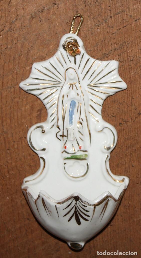 BENDITERA DE PORCELANA-VIRGEN. (Antigüedades - Religiosas - Benditeras)