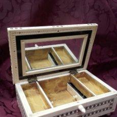 Antigüedades: ANTIGUA CAJA JOYERO, TOCADOR , COSTURERO DE HUESO. SIGLO XIX- XX. Lote 148152166