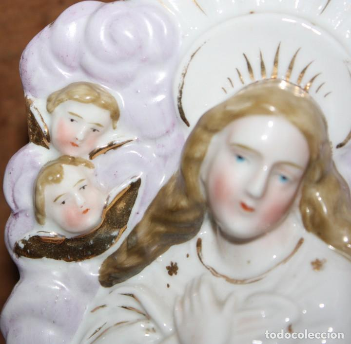 Antigüedades: MUY BONITA BENDITERA DE PORCELANA-VIRGEN Y ANGELITOS. - Foto 11 - 148159386