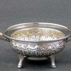 Antigüedades: CHOFETA DE DOBLE MANGO EN PLATA ESPAÑOLA SIGLO XX. Lote 148182770