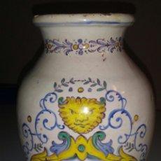 Antigüedades: ANTIGUO BOTE FARMACIA TALAVERA FIRMA EN BASE. NIVEIRO.. Lote 148197453
