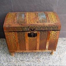Antigüedades: ANTIGUO BAUL DE MADERA Y CHAPA.. Lote 148238158