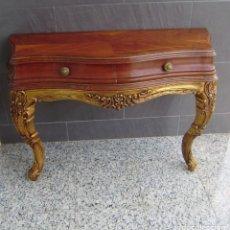 Antigüedades: CONSOLA DE PARED DE MADERA CON 2 CAJONES Y PAN DE ORO.. Lote 148239974