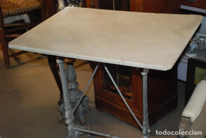 PRECIOSA MESA DE MÁRMOL Y HIERRO S.XIX (Antigüedades - Muebles Antiguos - Mesas Antiguas)