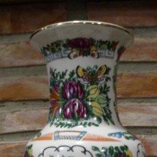 Antigüedades: JARRÓN DE PORCELANA. MANUFACTURA CHINA.. Lote 148333390