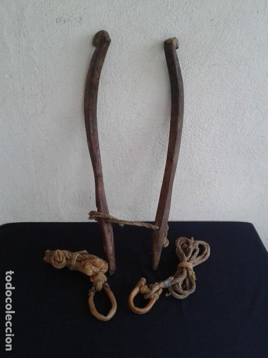 PAREJA COSTILLAS COLLERA CABALLO TERABITAS EN MADERA (Antigüedades - Técnicas - Rústicas - Caballería Antigua)