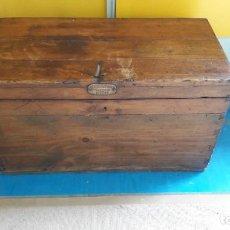 Antigüedades: BAUL , ARCON , MADERA CASTAÑO Y BRONCE , ANTIGUO , CONDUCTOR RENFE DE BILBAO .. Lote 148505146
