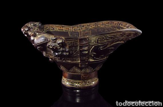 Antigüedades: Vieja Copa china de libación de cuerno tallado Dragones Chilong, máscara Taotie. Chinese Ox Horn Cup - Foto 4 - 148570313