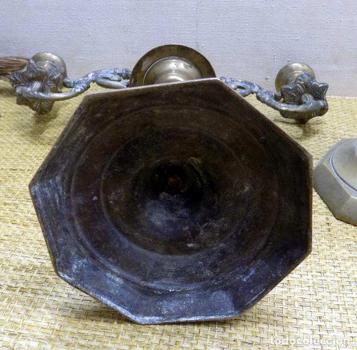 Antigüedades: pareja de antiguos candelabros, bronce 31 cm altura, buen estado - Foto 3 - 148624554