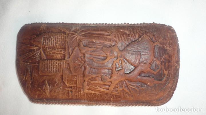 FUNDA DE GAFAS DE PIEL LEGITIMA CON BONITAS FILIGRANAS (Antigüedades - Moda - Otros)
