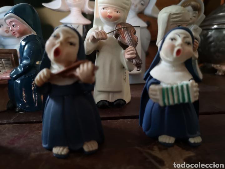 Antigüedades: Gran colección de figuras de monjas, diferentes épocas, material... de 4 a 15cm de altura - Foto 5 - 148691578