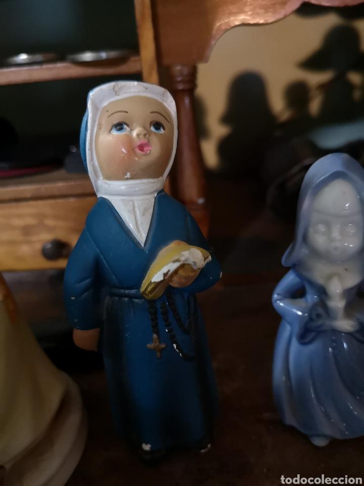 Antigüedades: Gran colección de figuras de monjas, diferentes épocas, material... de 4 a 15cm de altura - Foto 12 - 148691578