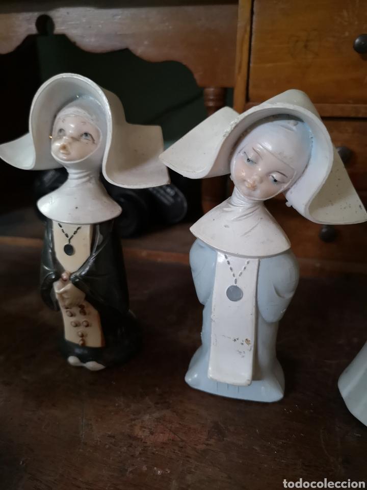 Antigüedades: Gran colección de figuras de monjas, diferentes épocas, material... de 4 a 15cm de altura - Foto 15 - 148691578