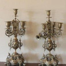 Antigüedades: MAGNIFICA PAREJA DE ANTIGUOS ENORMES CANDELABROS DE BRONCE PARA CINCO VELAS. Lote 148697738